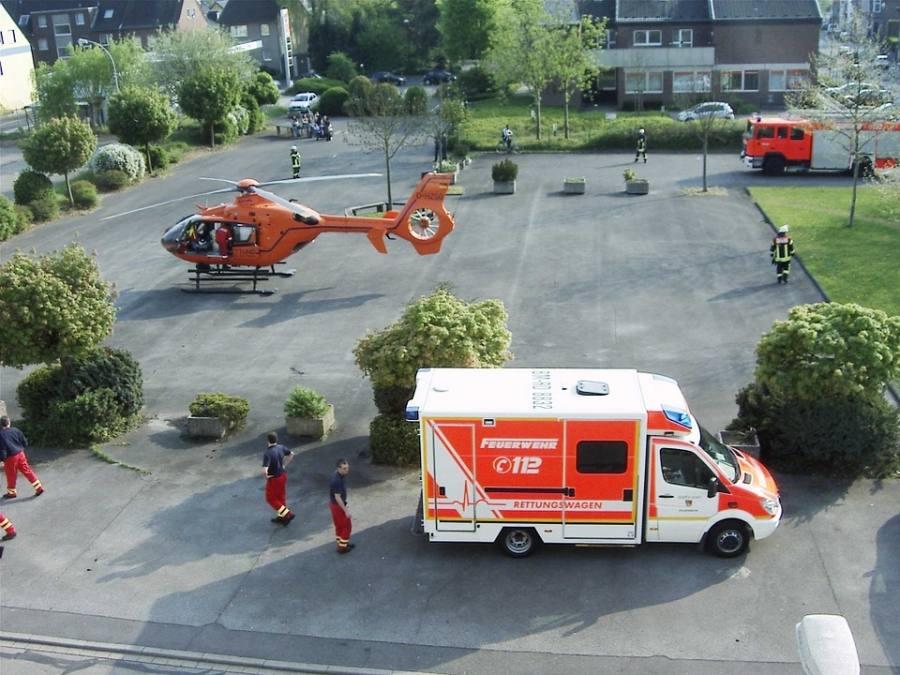 Air ambulance helicopters can bring patients even from far away places to hospital.