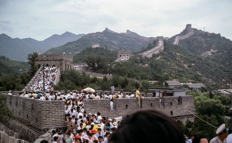 The contestant used 2 lifelines to decide, in which country, The Great Wall of China is situated.
