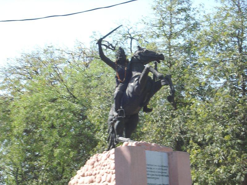 A statue of Jhalkari bai